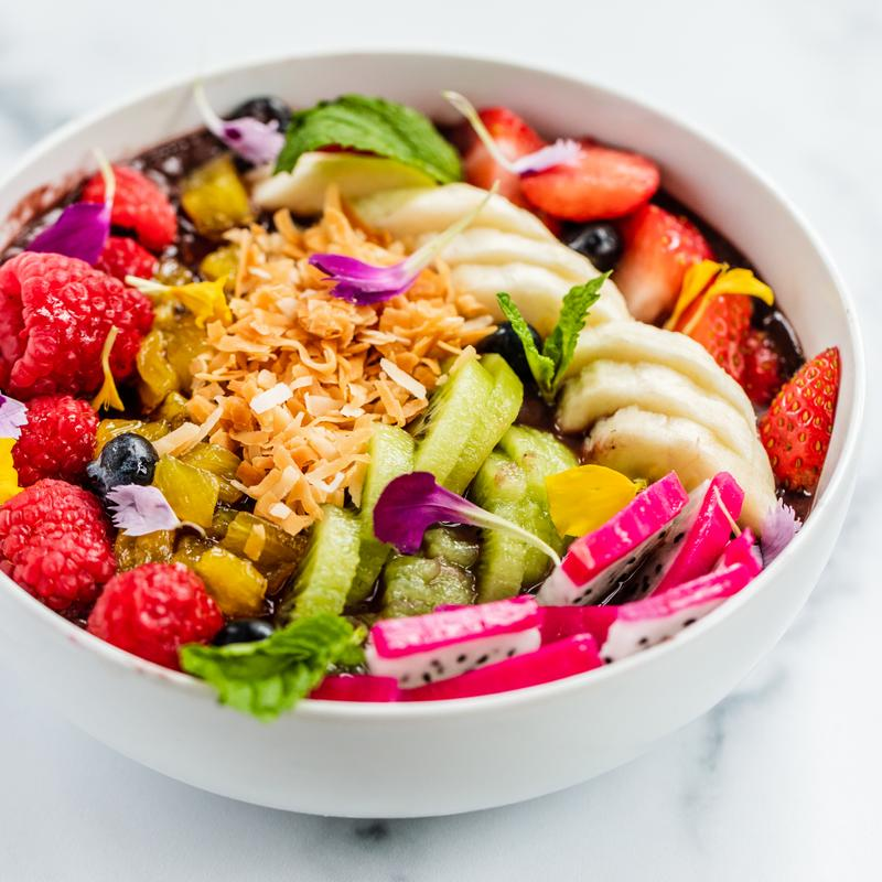 Mixed salad with fruit and vegetables
