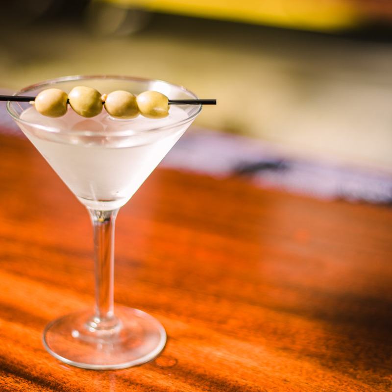 Vodka Martini w/olives