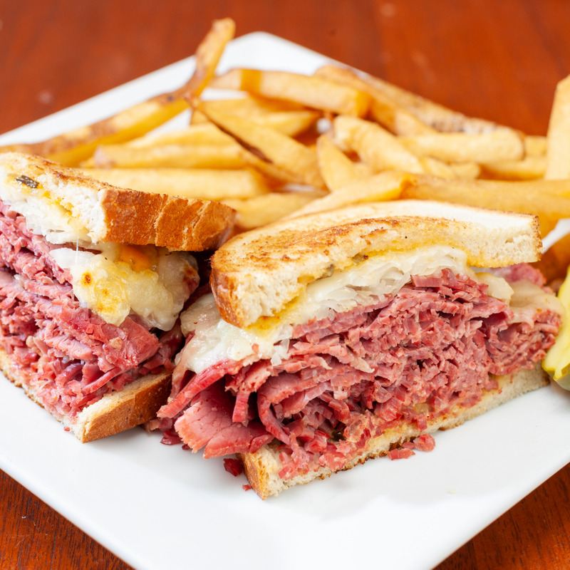 O'Lunney's Corned Beef Reuben
