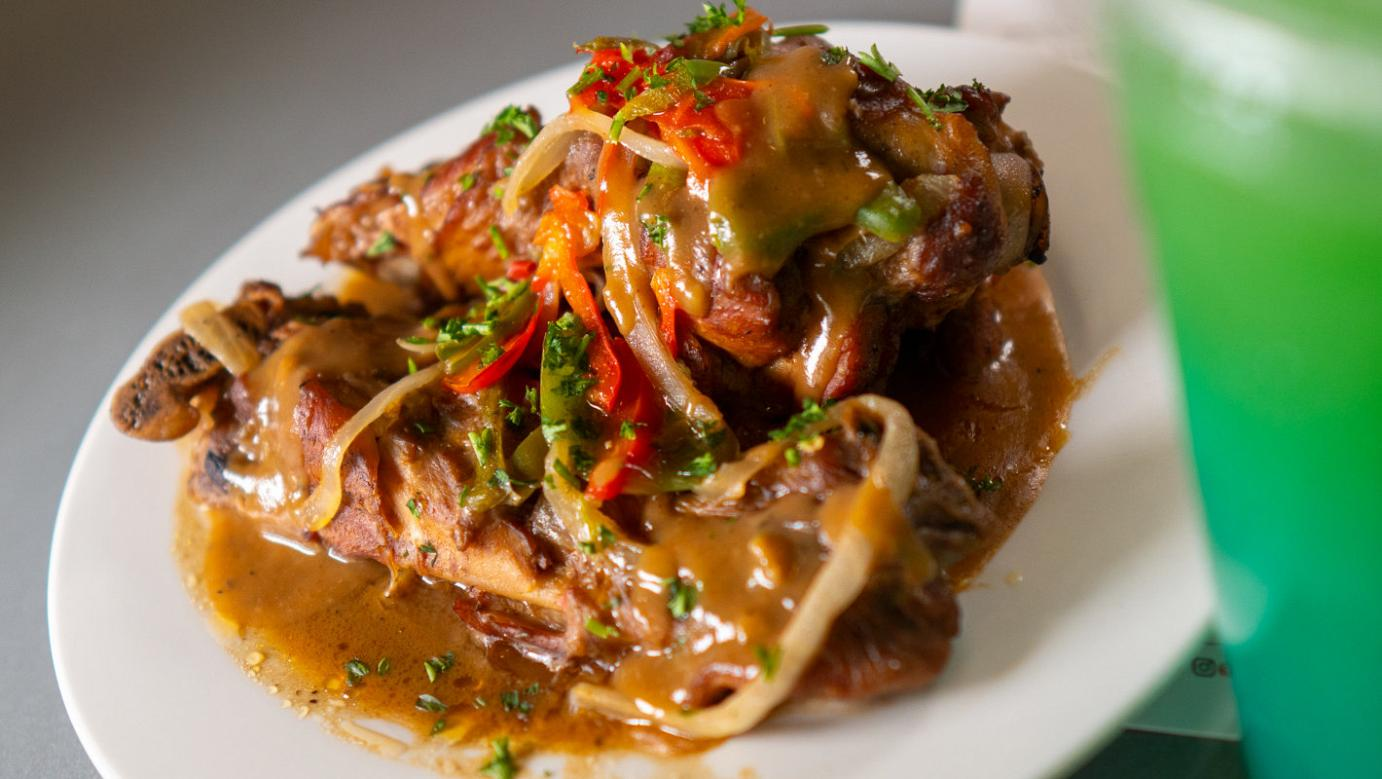 Grilled meat, mixed vegetables and sauce