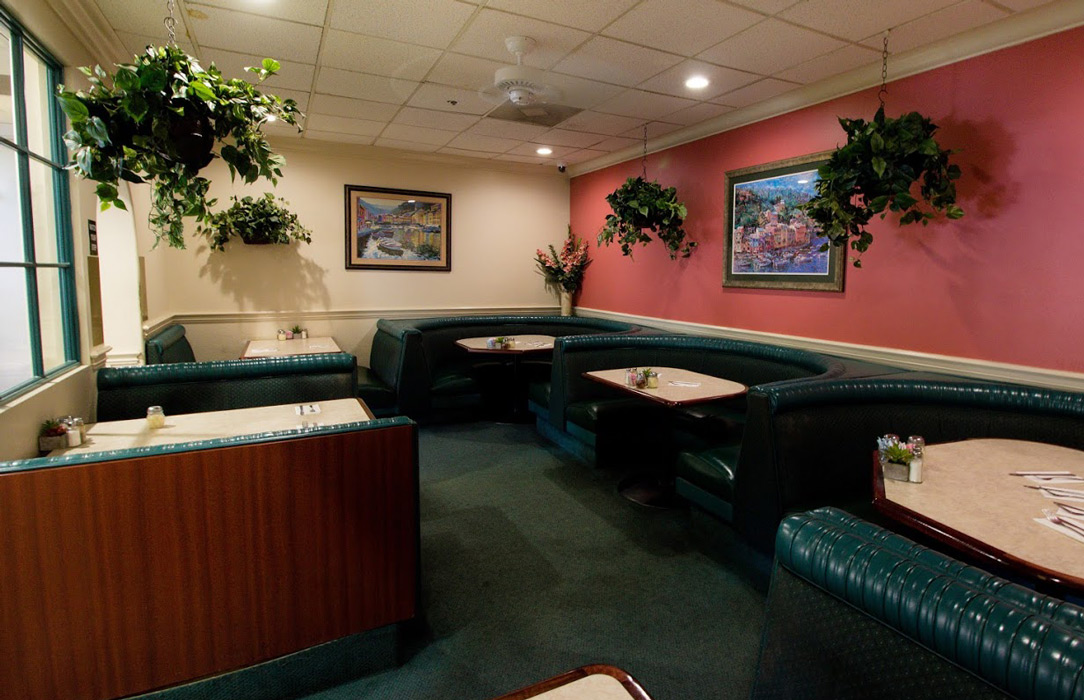Borrelli's Pizza & Italian Food Restaurant interior private room