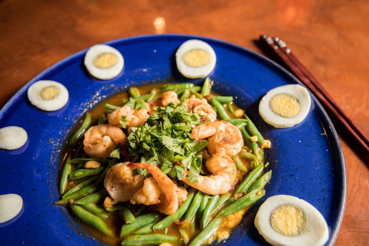 Shrimps, mixed vegetables and boiled eggs