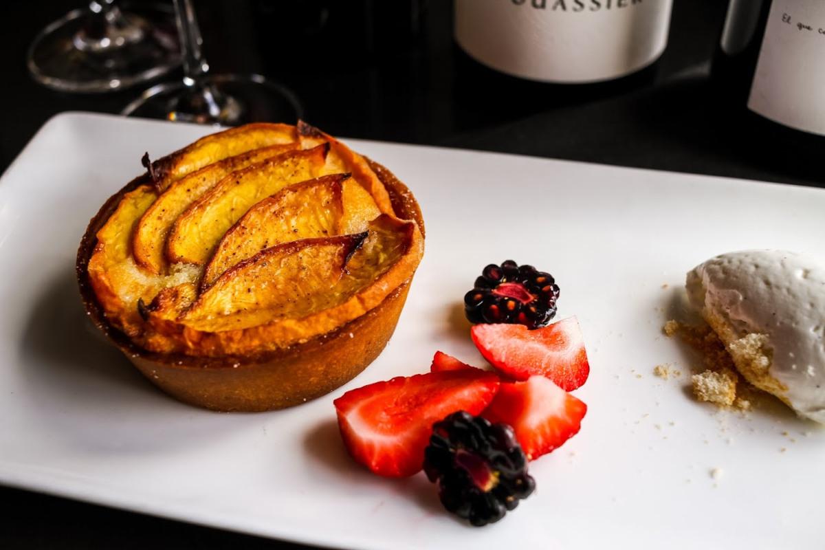 Baked fruit dessert