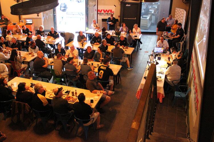 Sport fans, set tables
