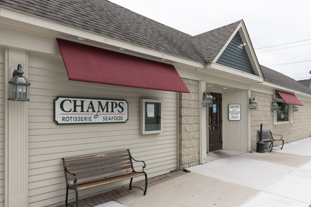 Exterior, Champs sign