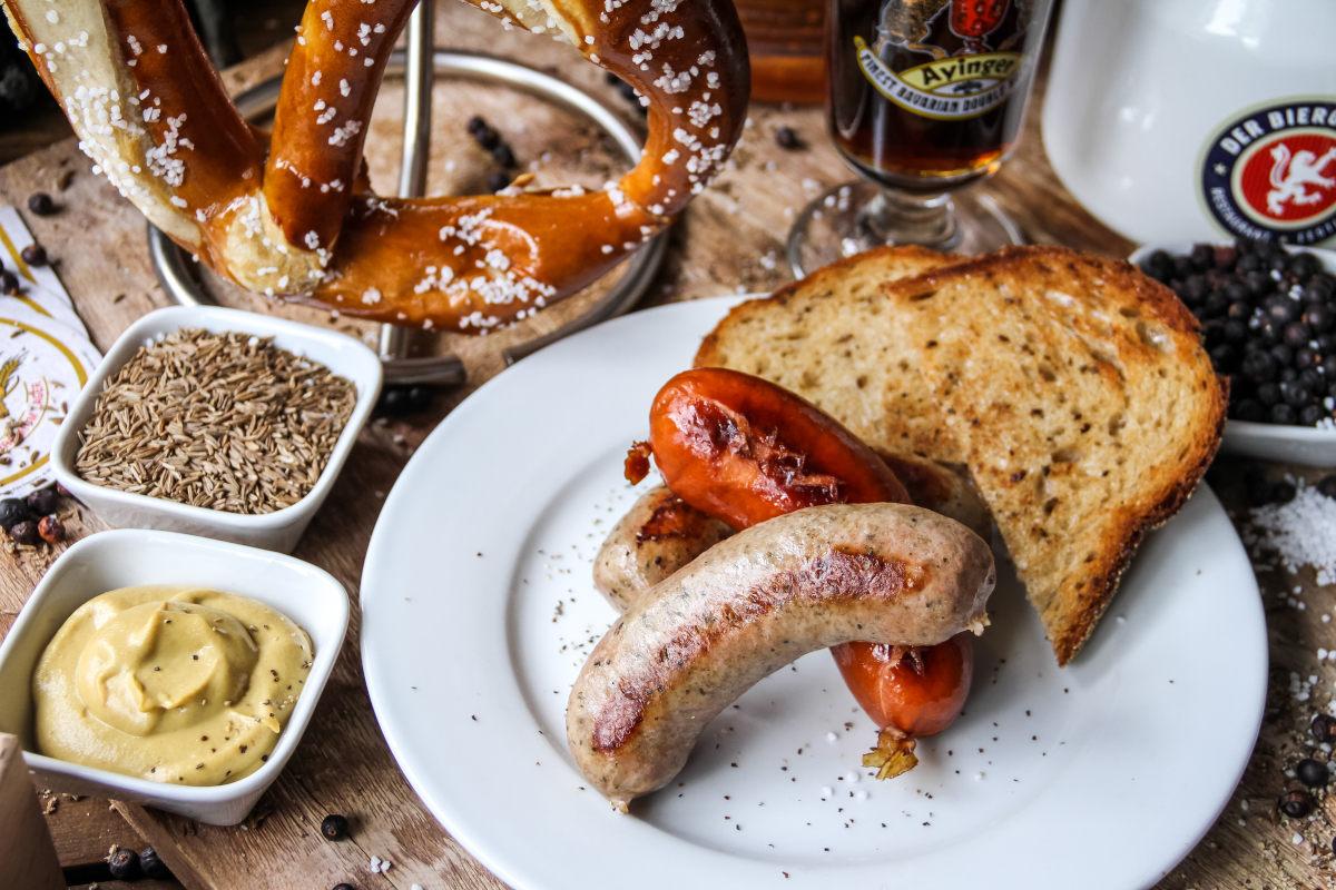Pretzel sausages and mustard
