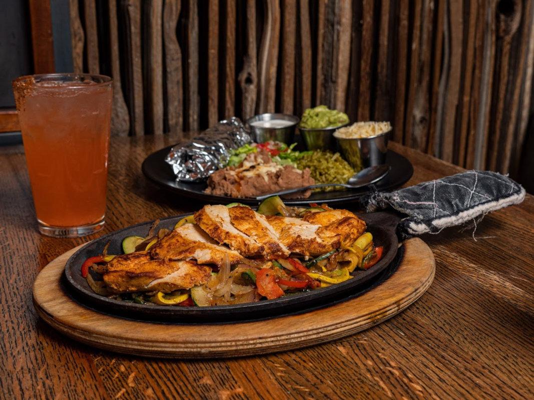 Fajitas with pico de gallo, lettuce, rice, guacamole and cheese