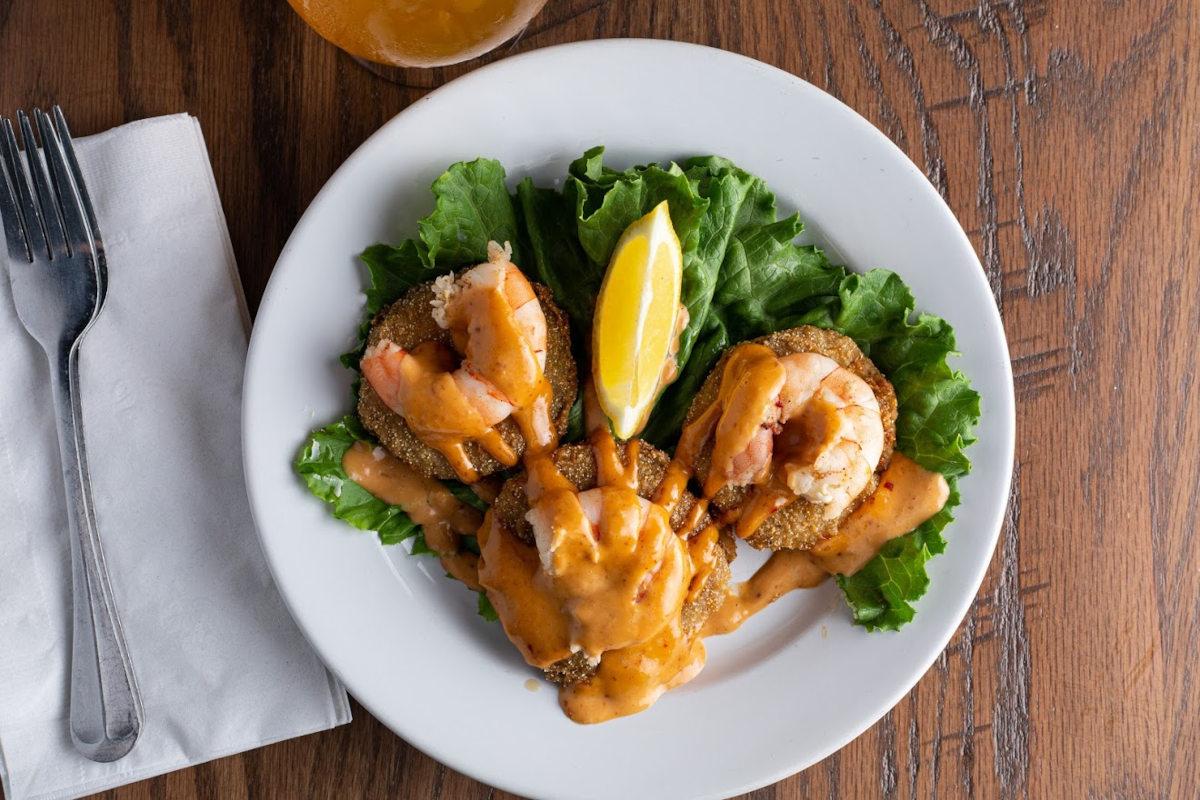 Shrimps, dip and salad