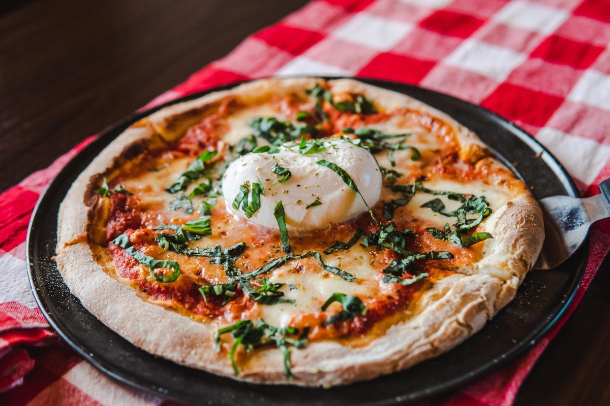 burrata cheese pizza