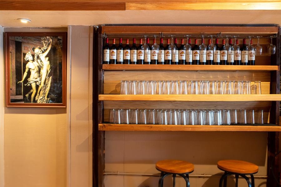 red wine bottles, wine glasses, Italian picture