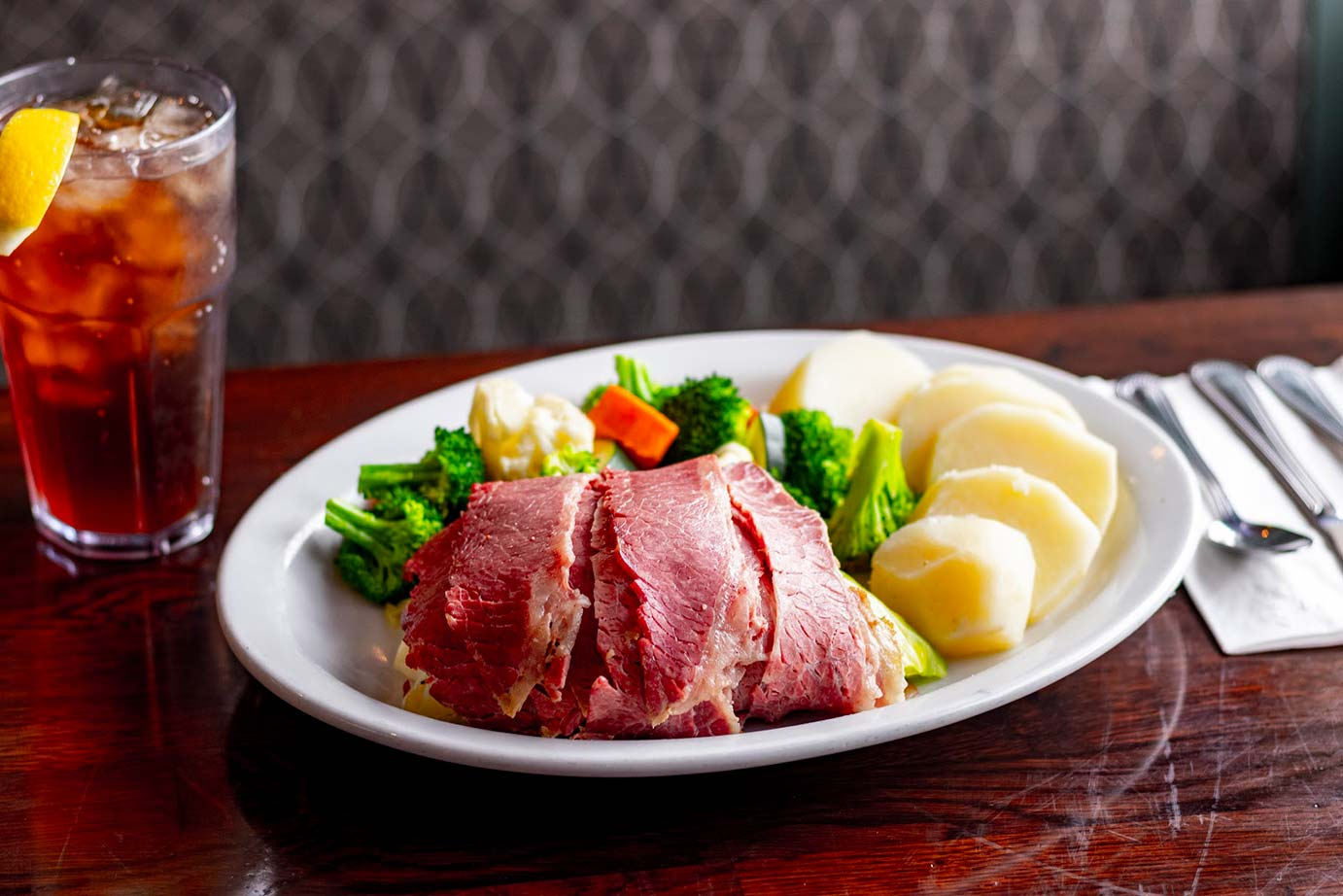 Ham with boiled vegetables