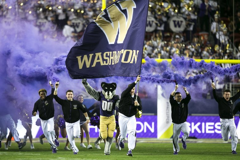washington Huskies take field