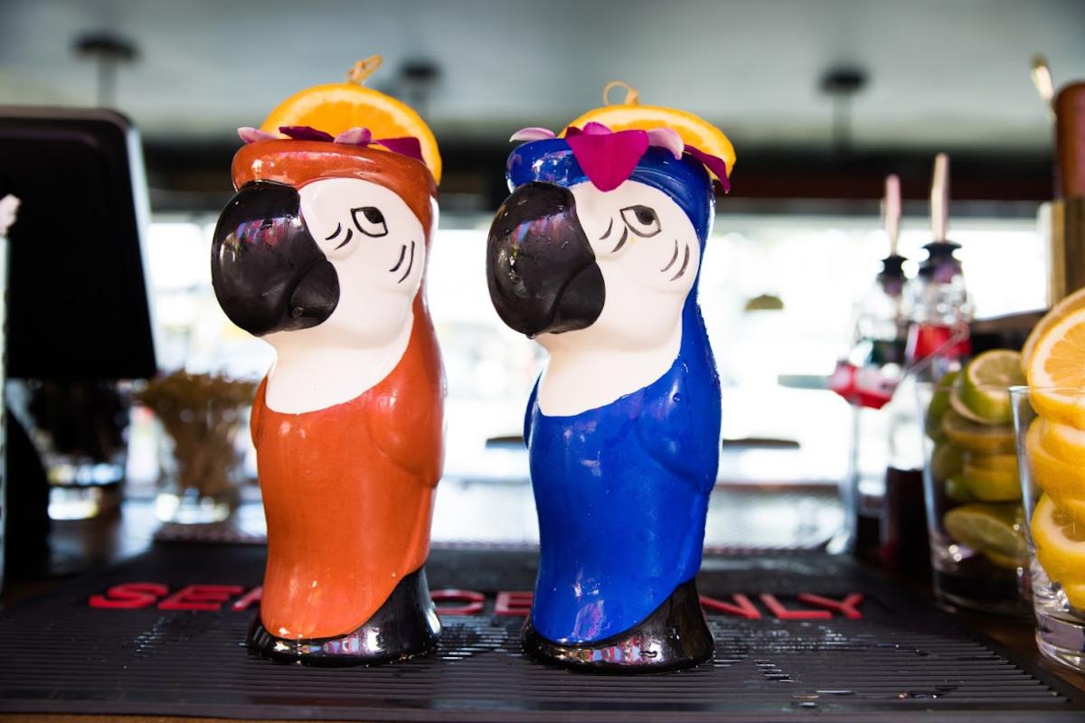 Decorative figures, parrots