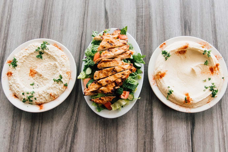 Hummus and chicken slices
