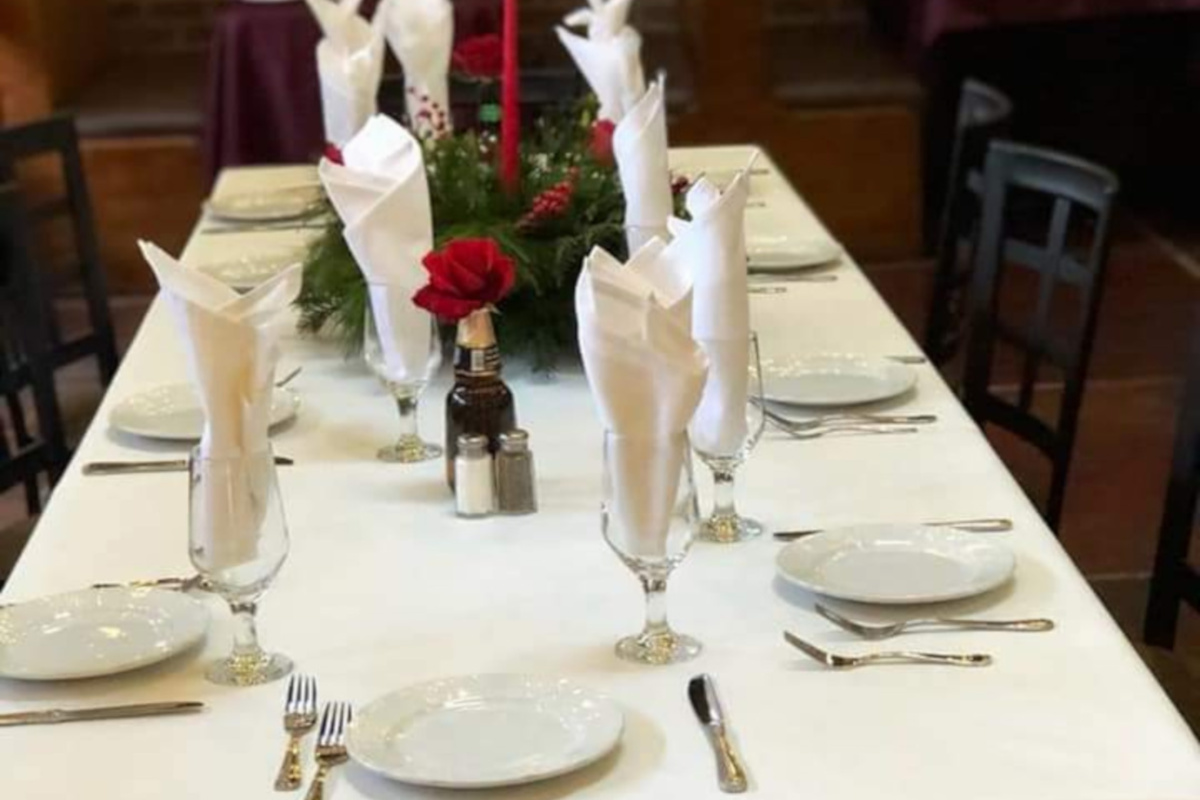 Interior, table for eight