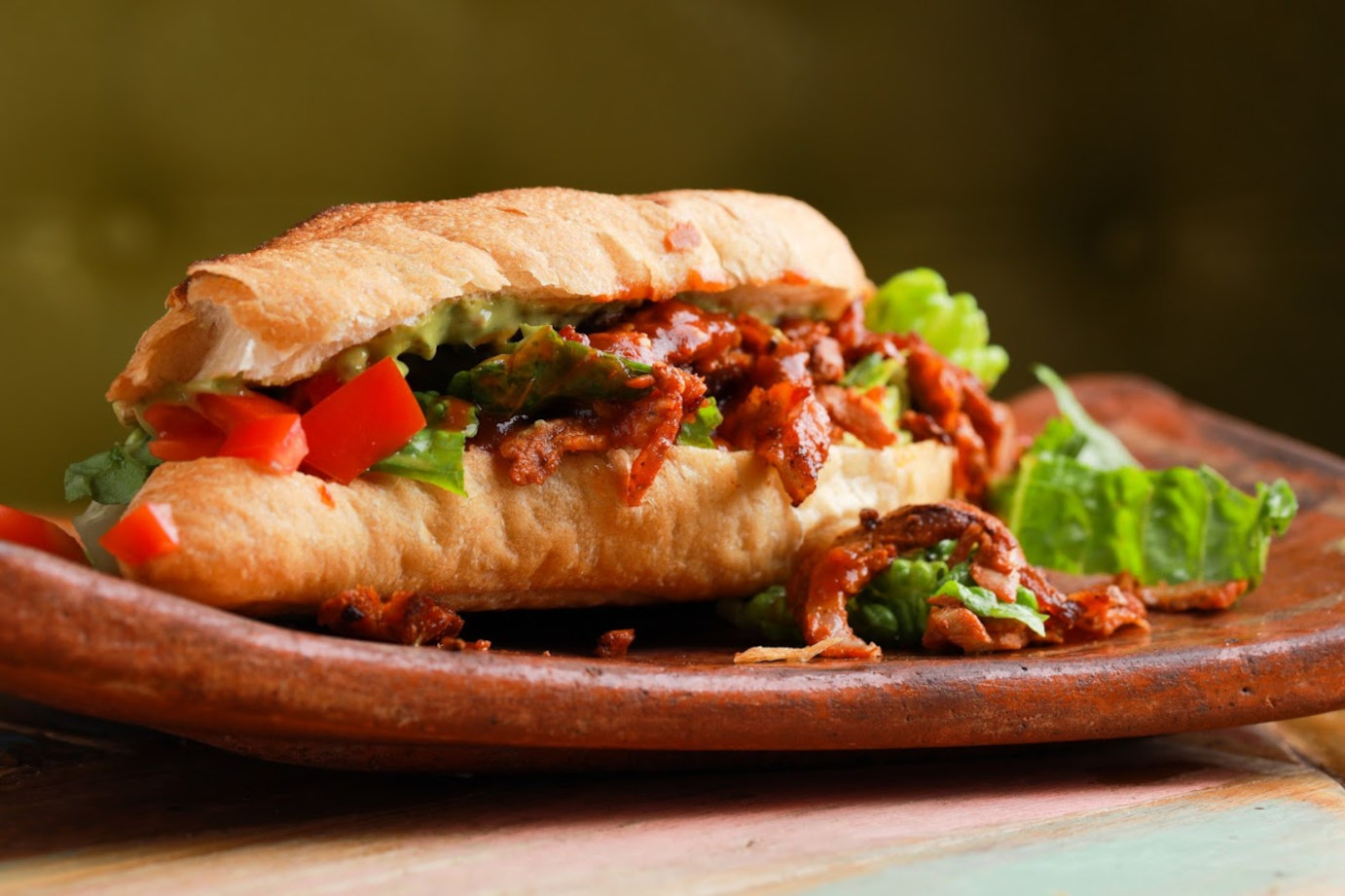 Sandwich with meat and mixed salad
