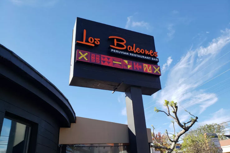 Los Balcones restaurant exterior photo