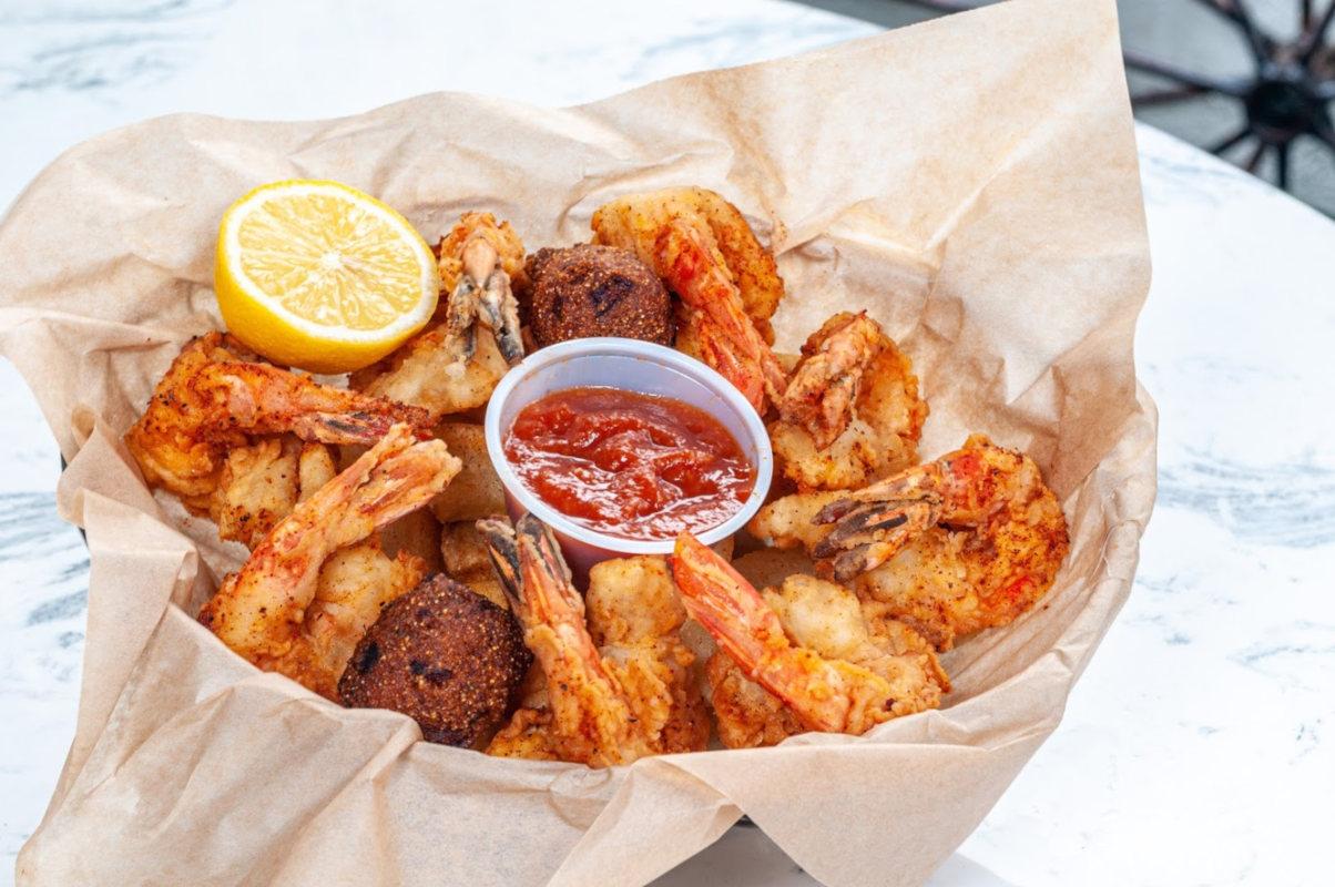 Fried shrimp with dip