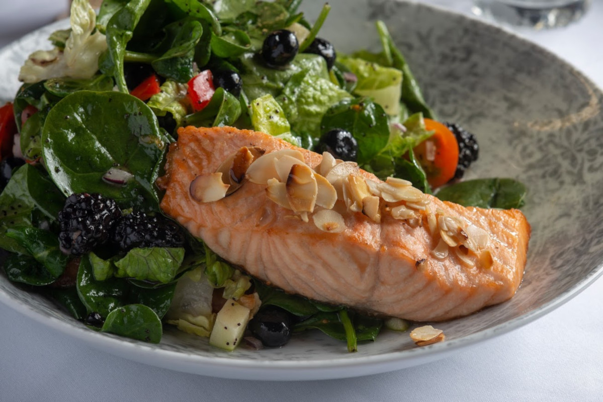 Grilled fish and mixed salad