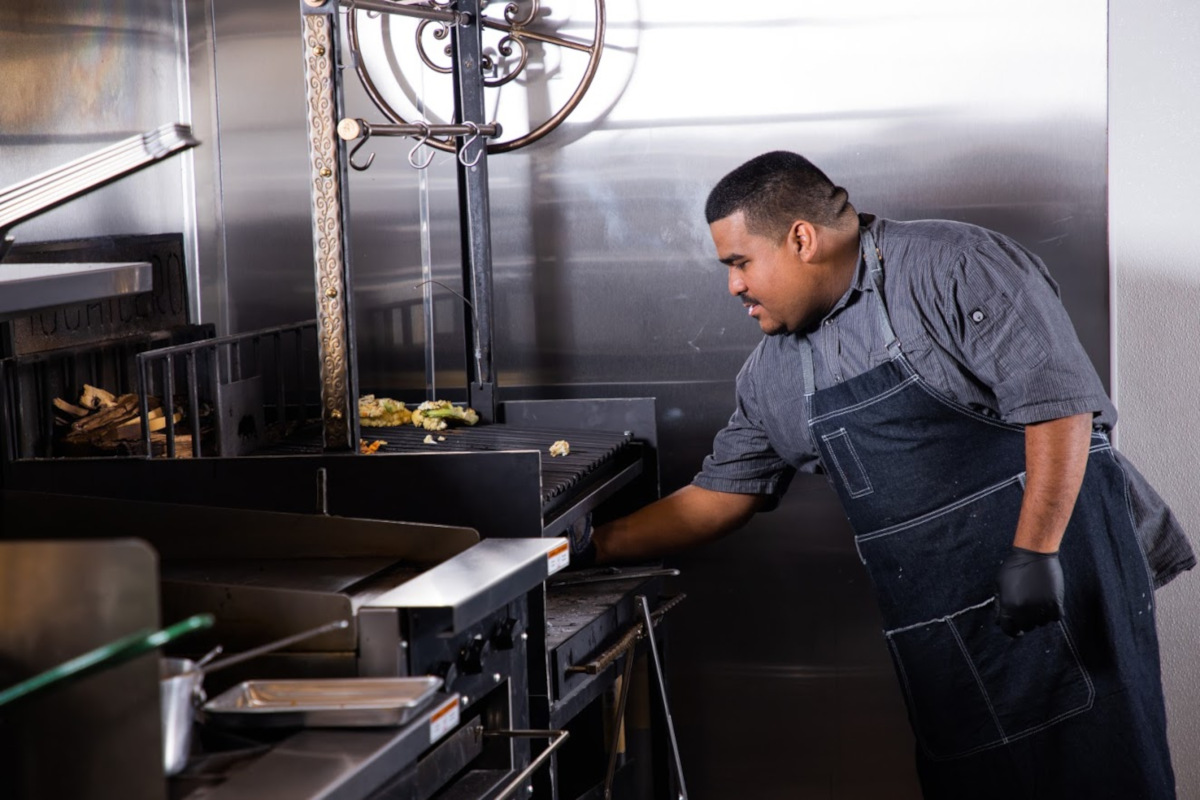 Mochilero Kitchen kitchen action