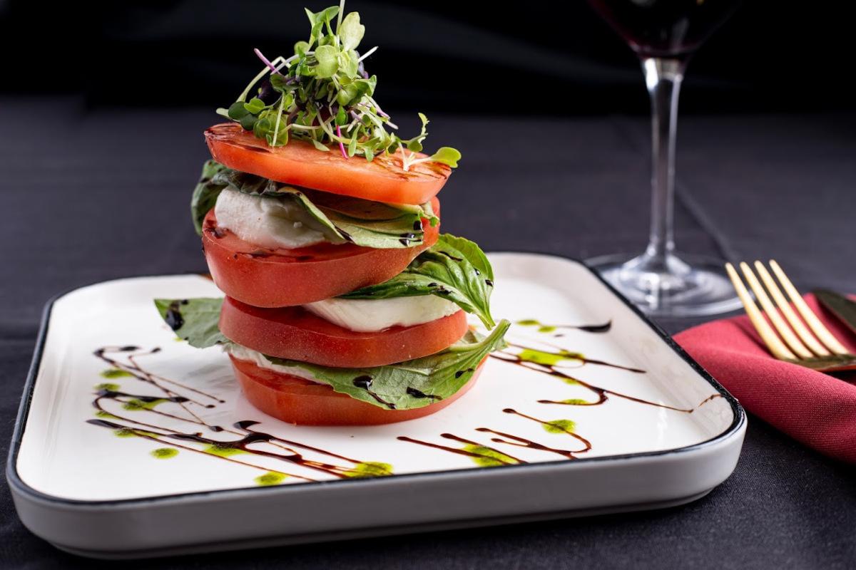 Tomato and green mixed salad