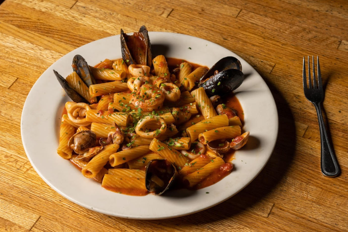 Pasta with mussels and seafood sauce