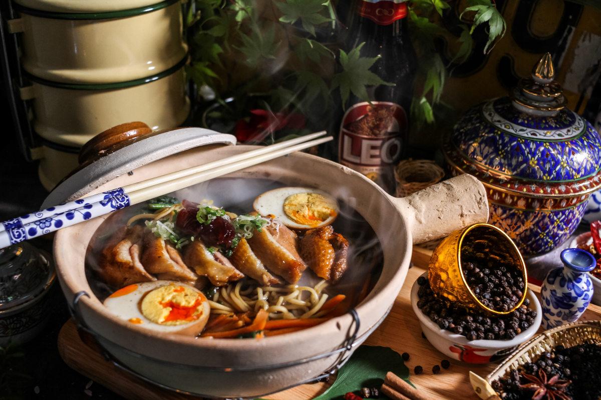Sushi bites with roe