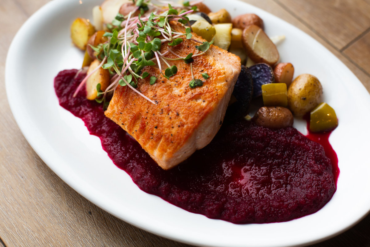 Fish steak with potatoes and beet sauce