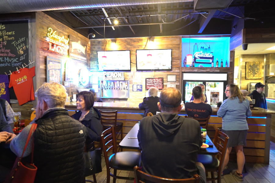 bar, Tv screens, guests