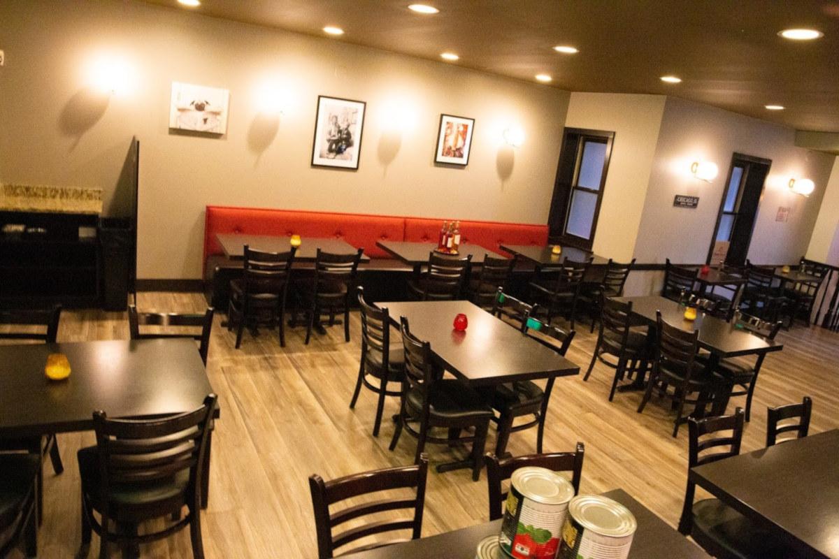 Pizzeria Aroma Interior, sitting area