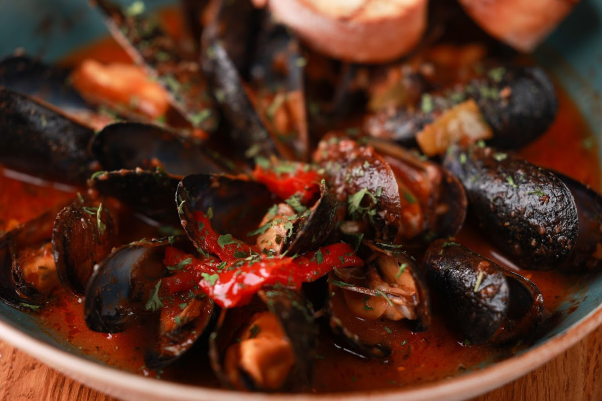 Clams with sauce and spices