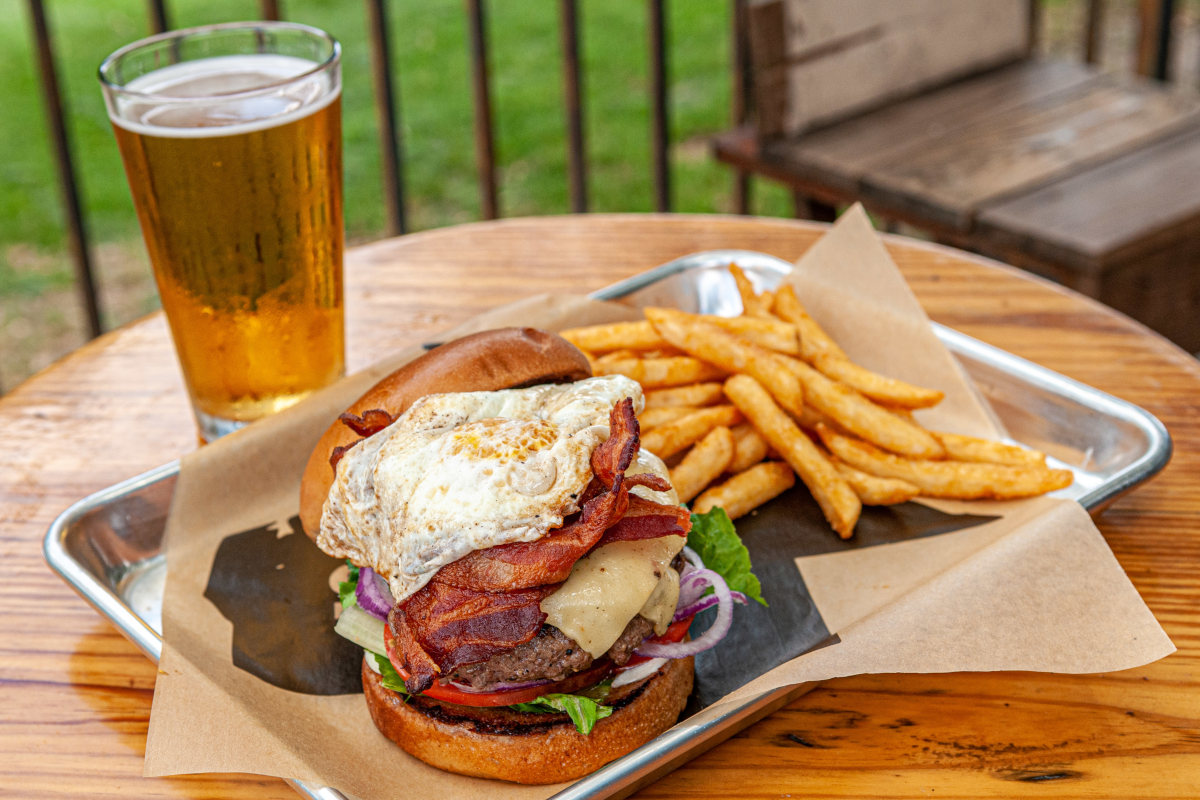 outlaw burger, craft beer