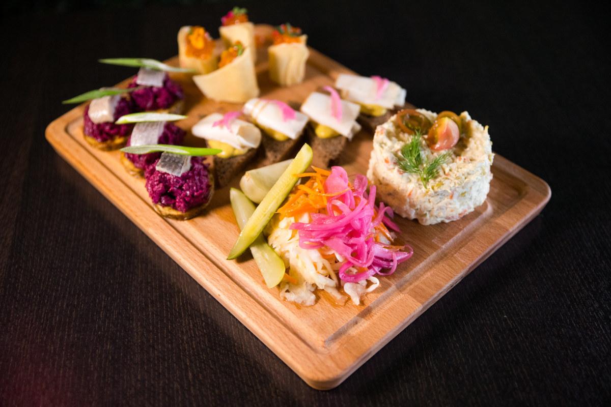 mixed appetizers platter