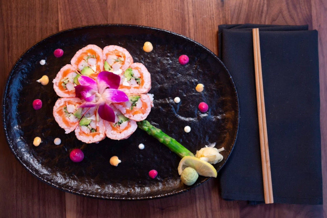 Sushi plate with decorations