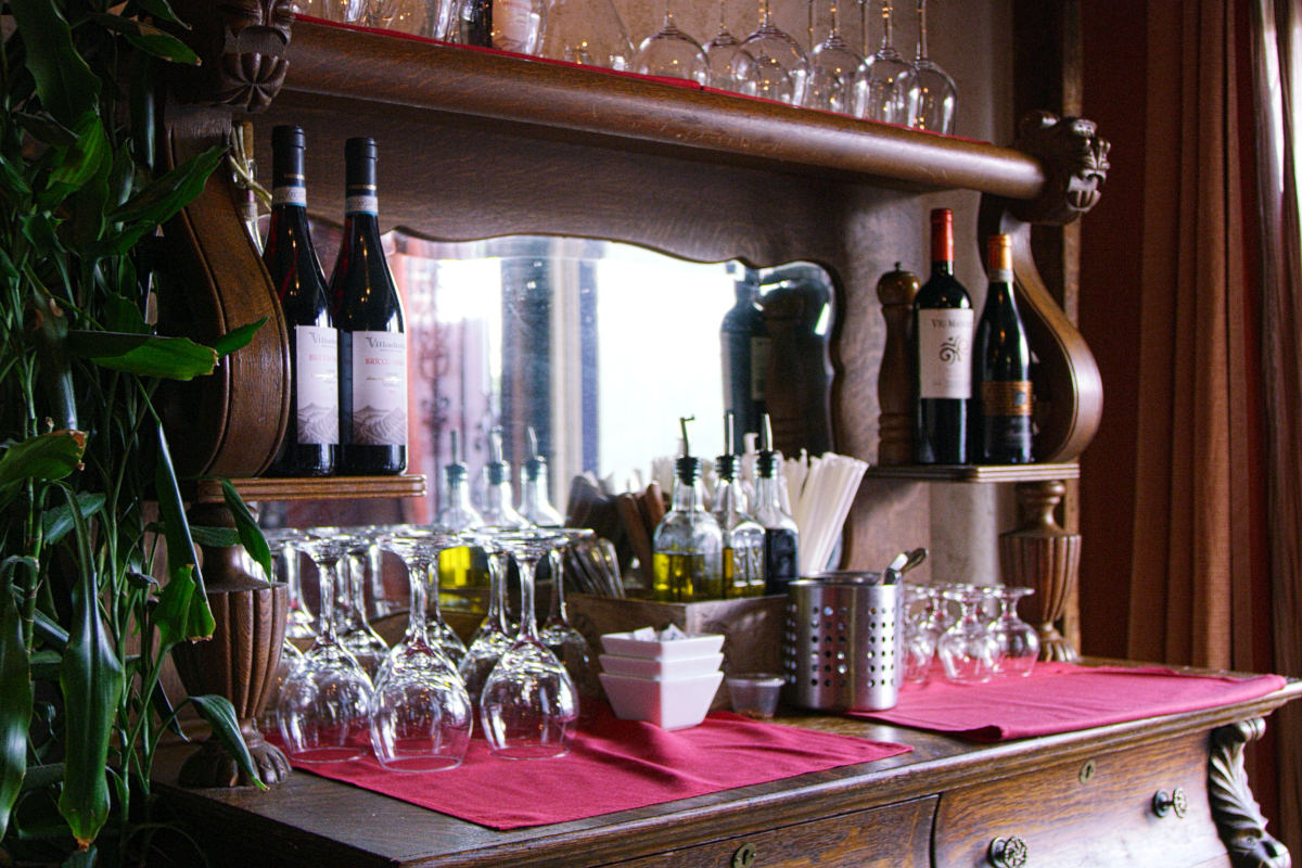 Interior, wine glasses, ice on the side