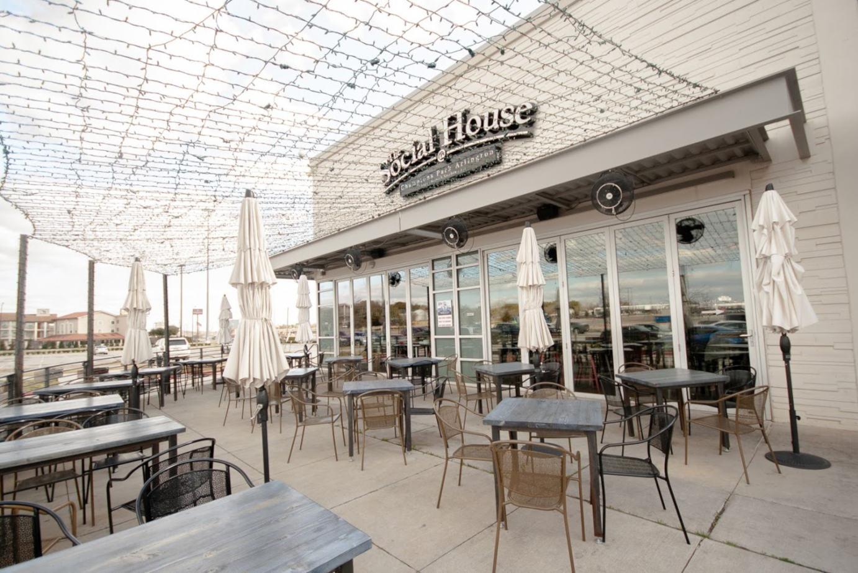 Exterior, patio seating area - Arlington location