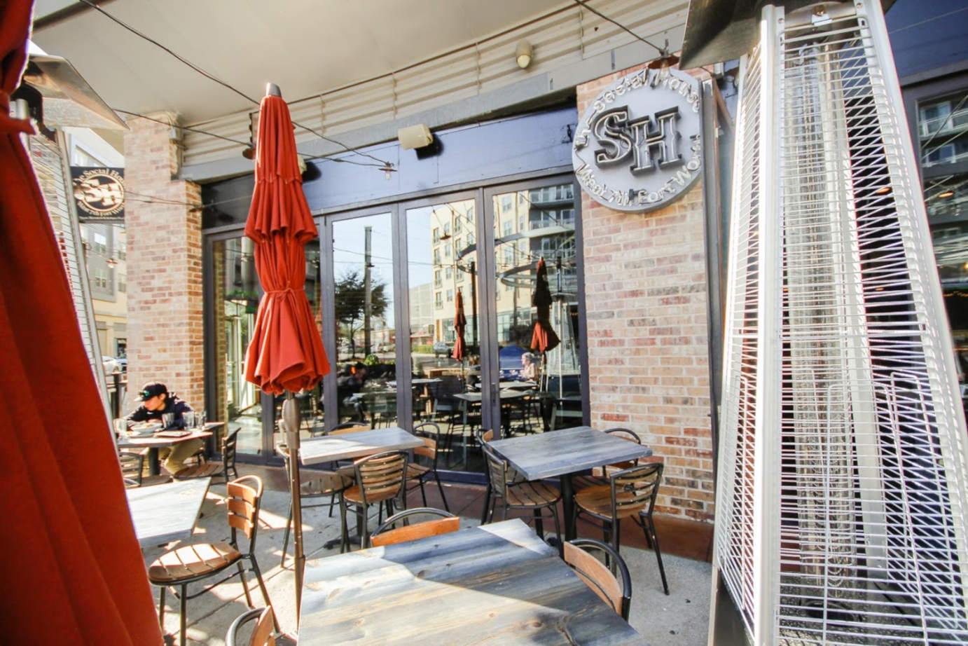 Exterior seating area with parasols - Fort Worth location