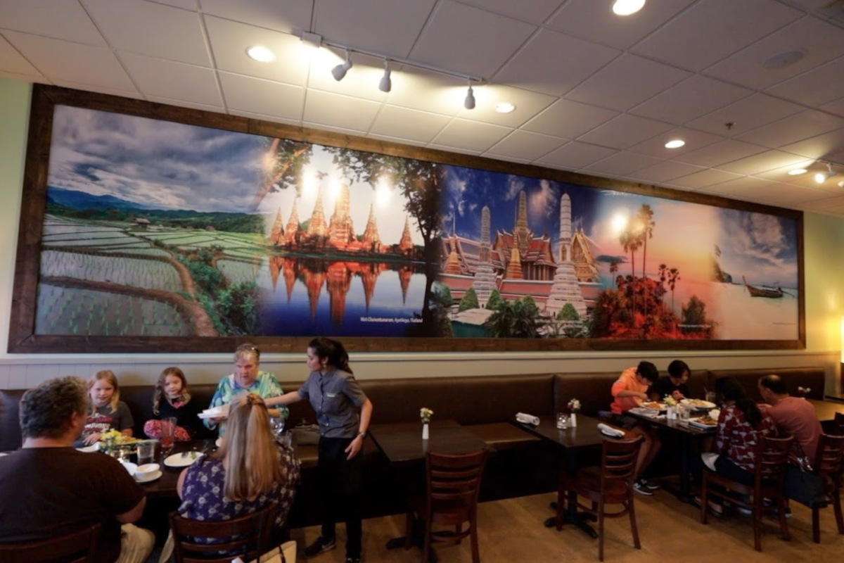 Indoor, people eating, big painting on the wall
