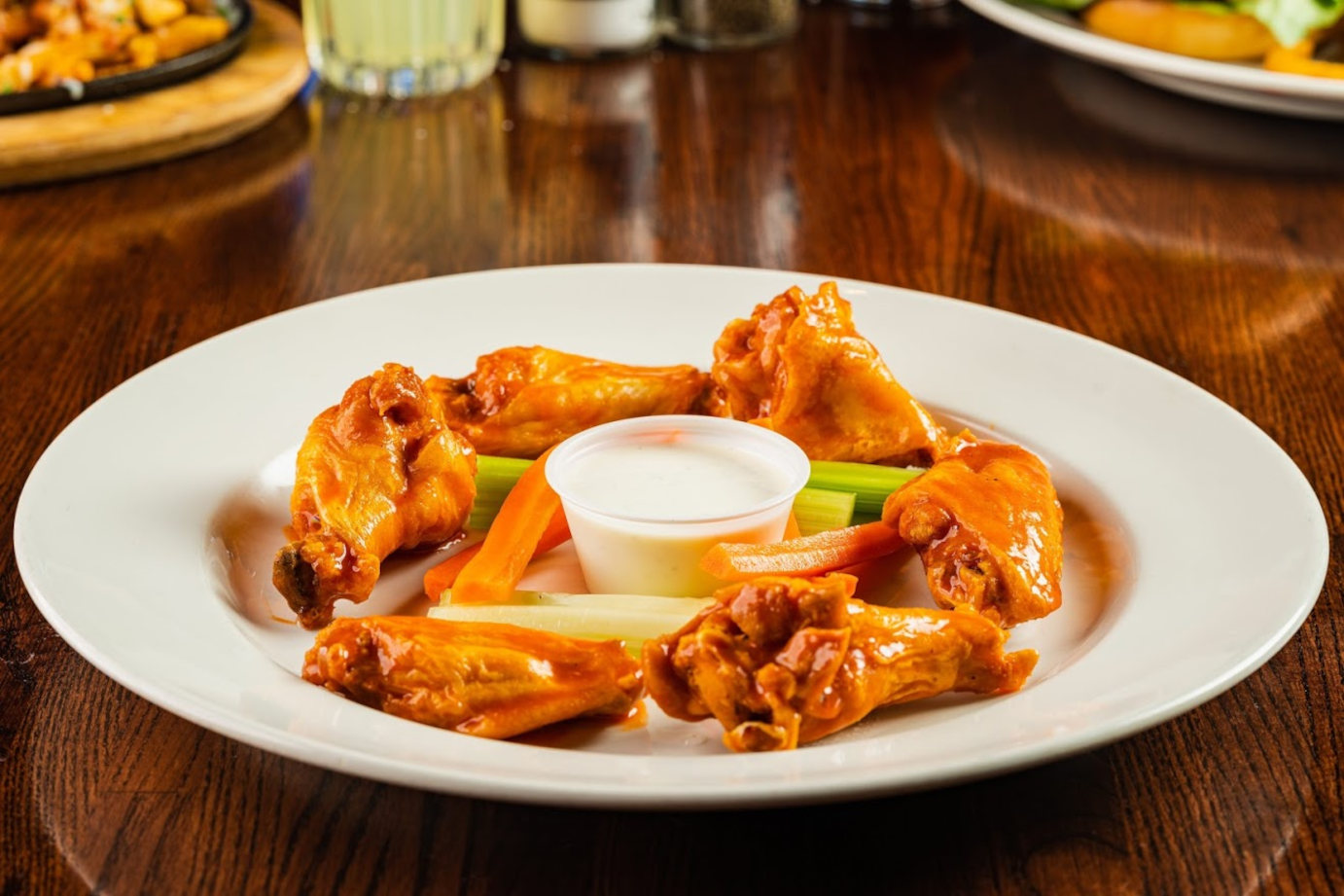 Boneless wings with celery and carrots sticks