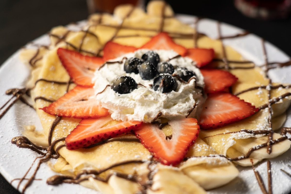 Pancakes with cream and fruit