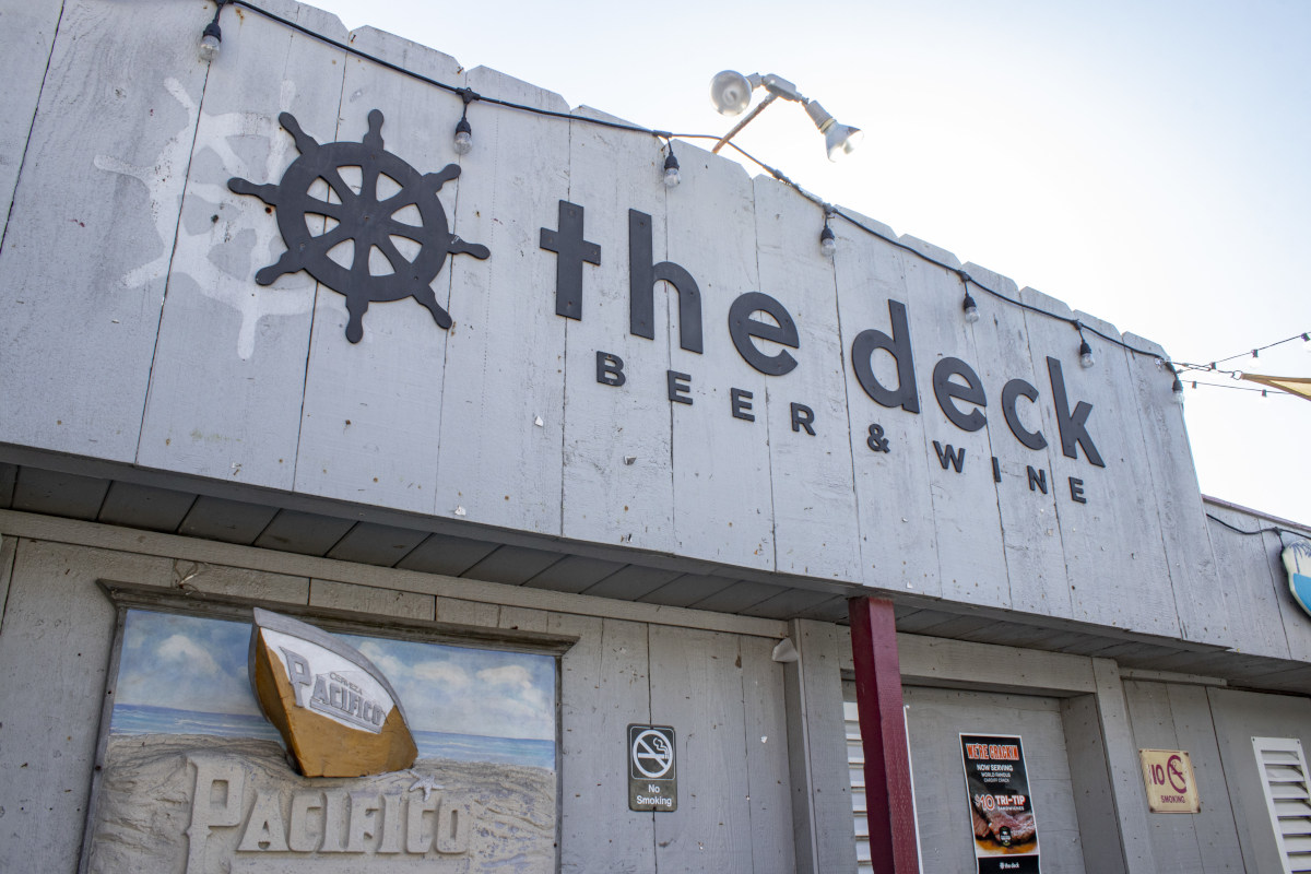 the Deck beer and wine clodeup