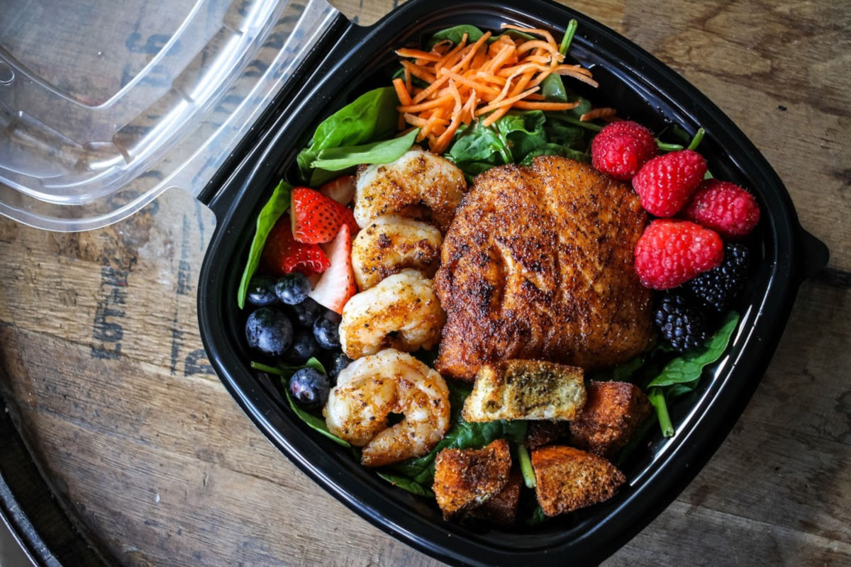 spinach berries and shrimp salad