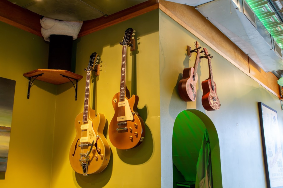 Indoor, Guitars on the wall