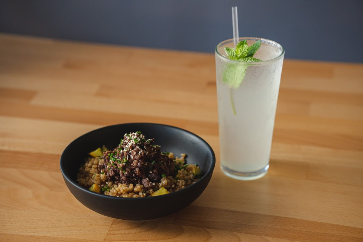 Mixed rice and grilled meat, Mojito cocktail on the side