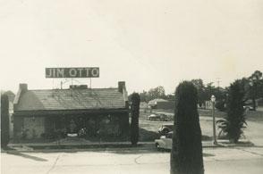 grey-white photo of Valley Inn Restaurant in 1947