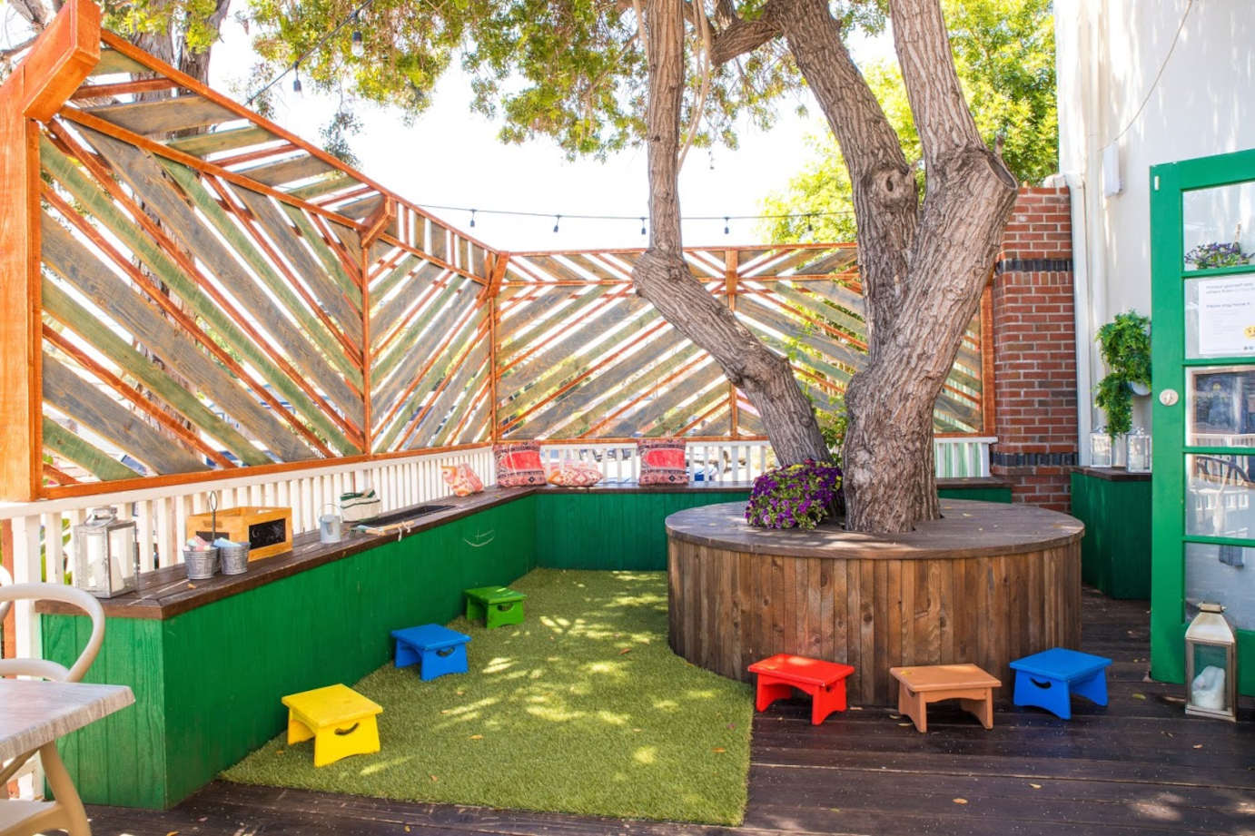 Exterior, area for kids