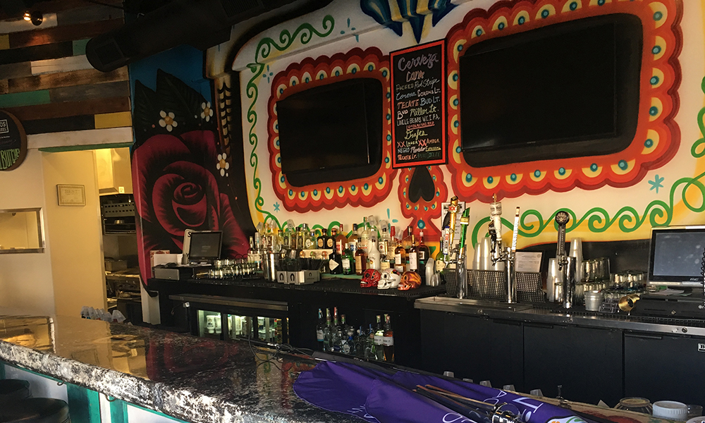 Willie's Taco Joint bar
